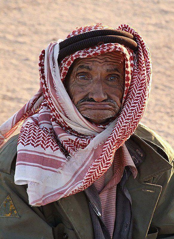 Иордания, бедуин Глаза бедуинаphoto preview