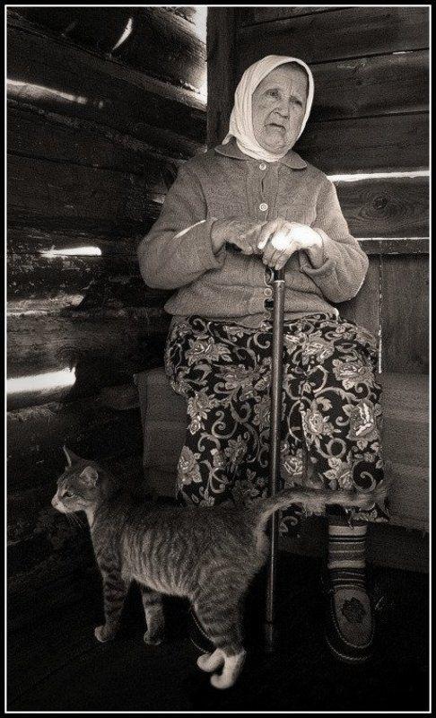 бабушка и котphoto preview