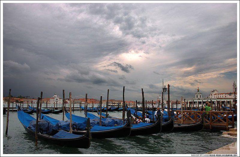 Италия, Венеция, гондола Венеция. Затишье перед бурей.photo preview
