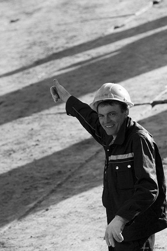 строители, улыбка, вверх Вира!photo preview