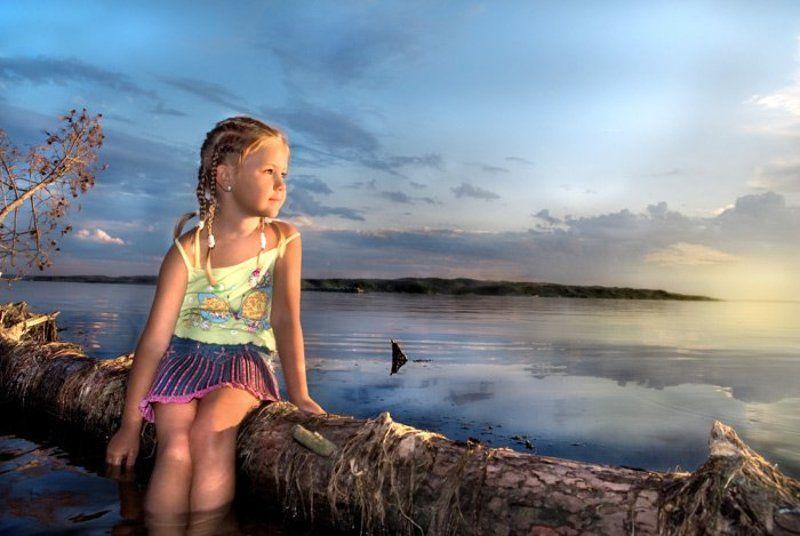 девочка маленькая портрет закат пейзаж дерево мягкий свет ф о т о г р а ф и яphoto preview