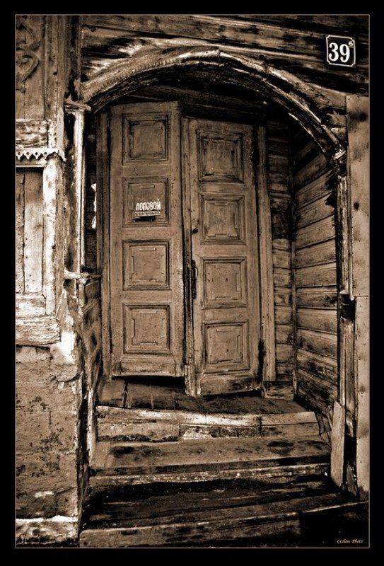 дом, дверь, деревянный А старый пес давно исдохphoto preview