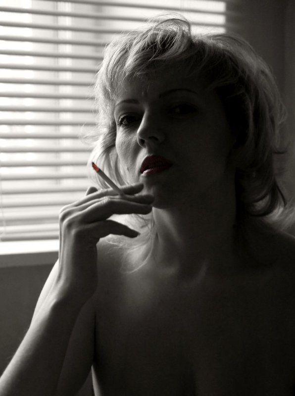 bw, девушка, сигарета photo preview