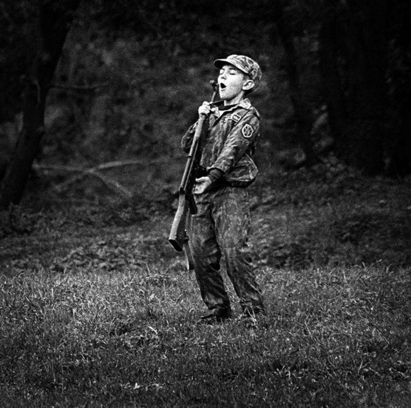 мальчик, автомат ИГРАphoto preview