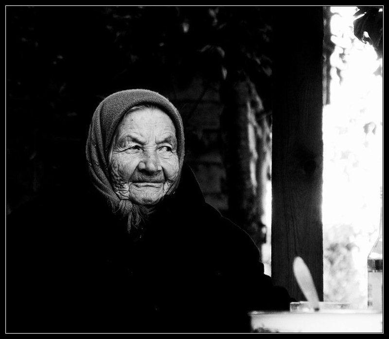 бабушка, черно белое бабушкаphoto preview