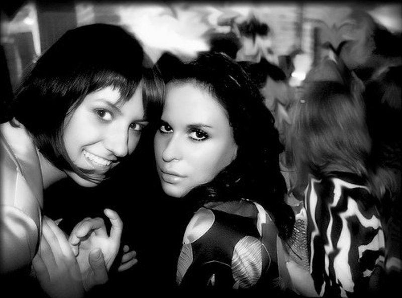 бар танцы клуб девушки угар черно белый барphoto preview