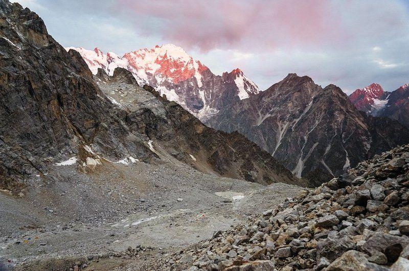 горы, рассвет, кавказ Рассветные лучи рисуют красным.photo preview