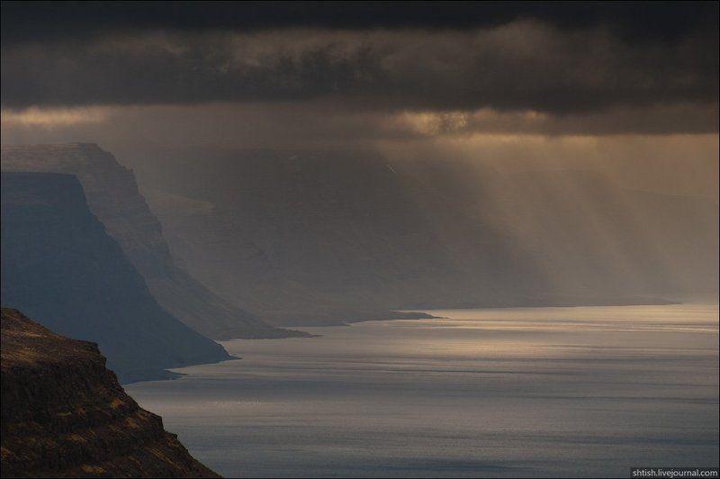 В исландских фьордахphoto preview