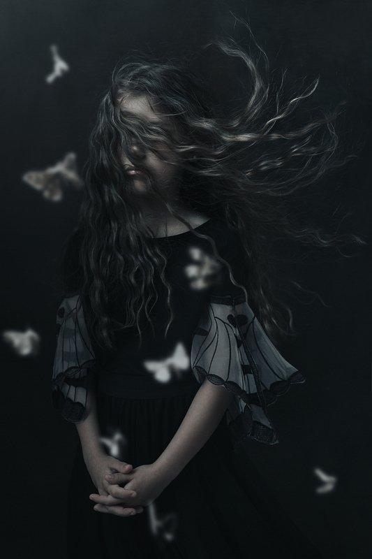 девочка портрет кудри волосы girl portrait hair moths moth butterfly бабочки мотылёк the moth\'s dreamphoto preview