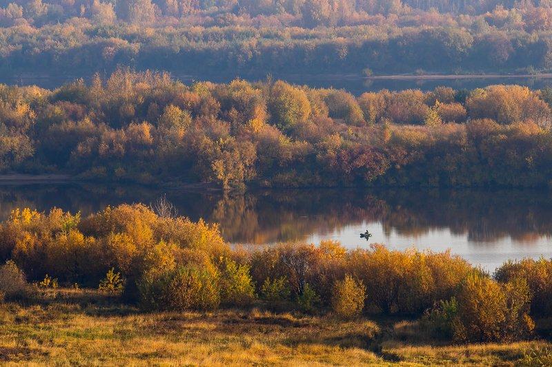 рыбалка, пейзаж, утро, горизонт, природа, солнце, осень, сентябрь, туман, тепло, киров, kirov, вятка, река, vyatka, рыбак, тихо, берега, золото, Одинокий рыбакphoto preview