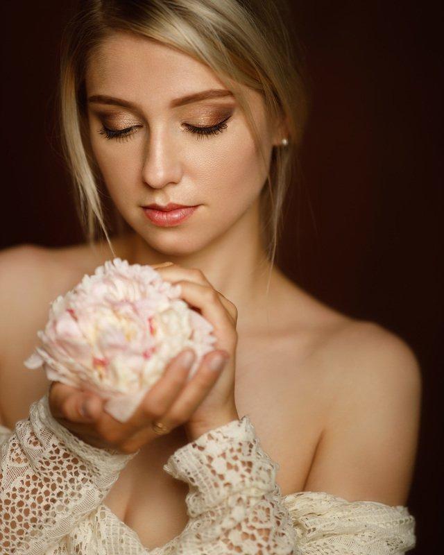 девушка портрет студия нежность цветы пион Nadyaphoto preview