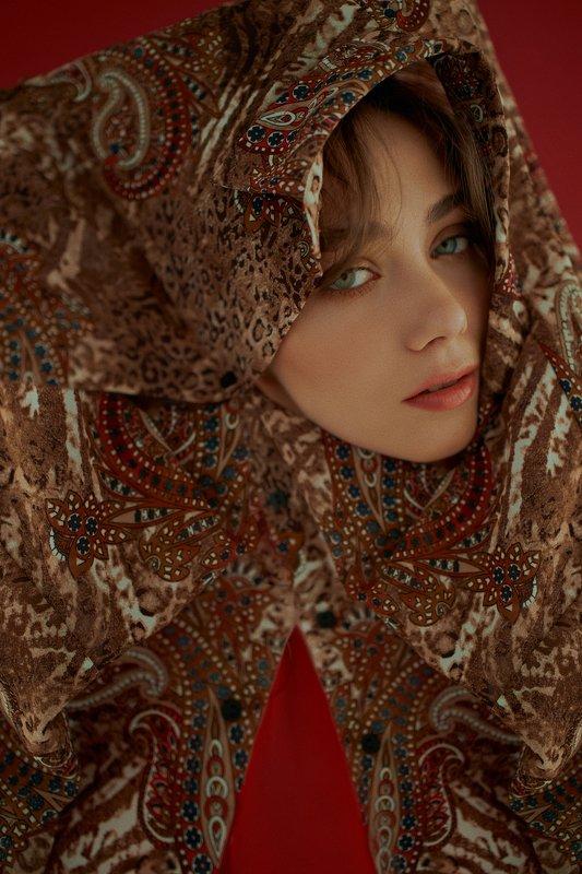 портрет, girl, portraiture, indoor, red, ламповый, retouch, ретушь, цвет, cinematic,цветок, тёплый, fineart, beauty, sweet, warm, light Liza photo preview