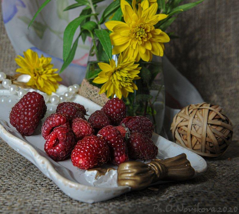 малина,ягоды,жемчуг,цветы ***photo preview