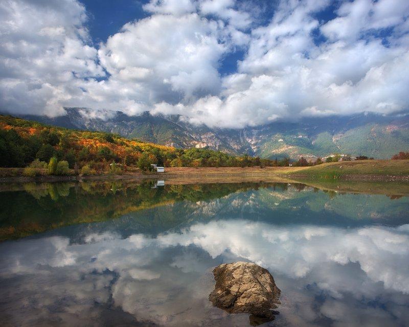 могабинское водохранилище, ай-петри, горы, крым, лес, могаби, облака, озеро, осень, отражение, пейзаж, ялта Зазеркальеphoto preview