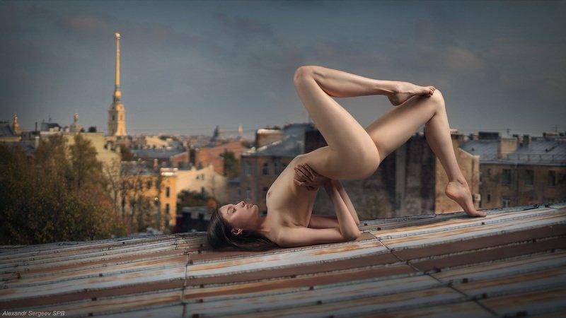 девушка, обнажение,арт,фото-арт,ню-арт, акробатка,крыша,осень Акробатический этюдphoto preview