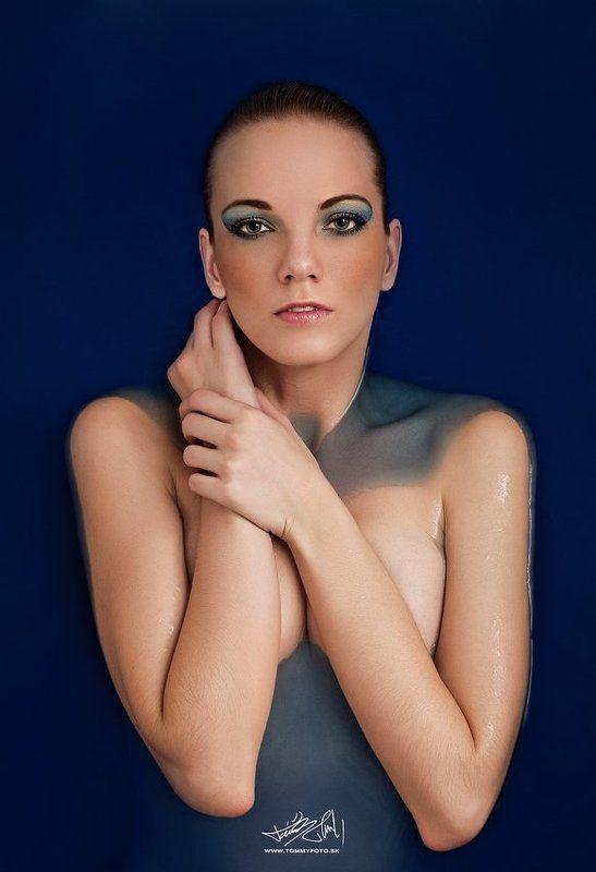 portrait,glamour,emotion Blue bathphoto preview
