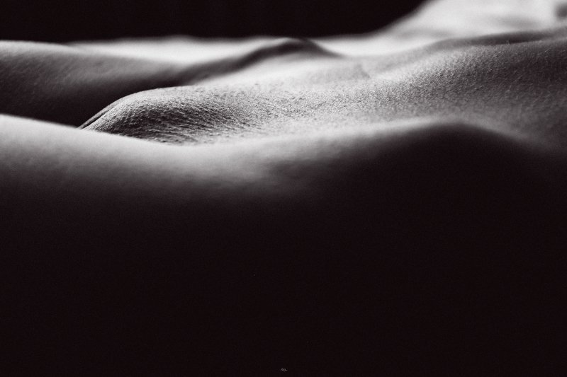 woman, ищвн, nude, indoors, black and white, natural light Холмы Венерыphoto preview
