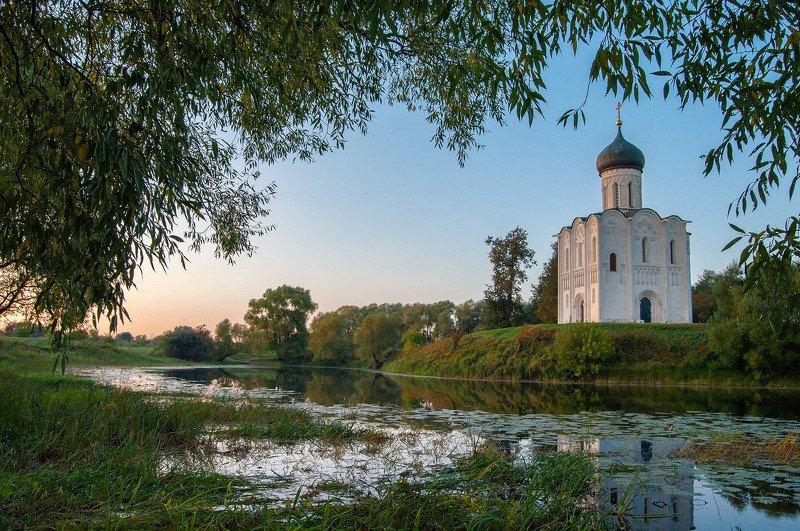 покрова на нерли, храм, церковь, рассвет, утро, вечер, осень Покрова на Нерлиphoto preview