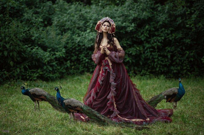 портрет, девушка, павлин, сад, фешн, вишневый, платье, брюнетка, арт В садуphoto preview
