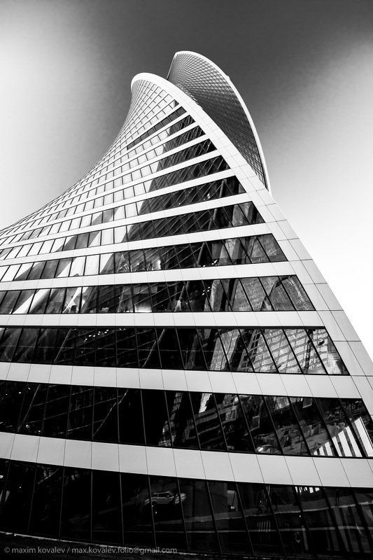 europe, russia, architecture, building, bw, car, city, evening, glass, monochrome, nature, reflection, sky, sky-scraper, tower, transport, европа, москва, москва-сити, россия, автомобиль, архитектура, башня, вечер, город, здание, монохром, небо, небоскрёб Подпирая шаткий свод небес..(2) / propping up the sky.. (2)photo preview