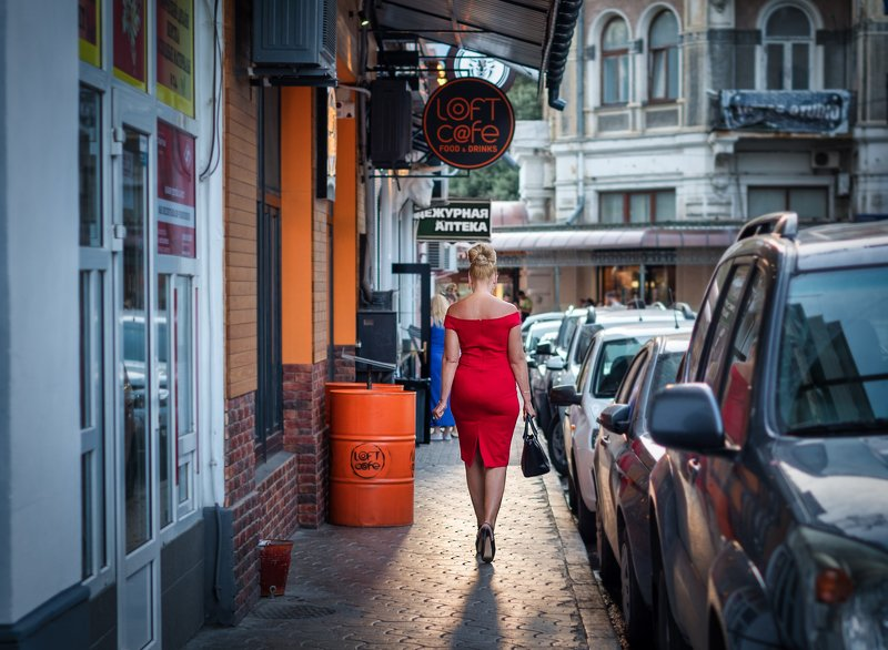 street, streetphoto, woman, vacations, summer, crimea, redcolor, nikon Кадр из неснятого фильма...photo preview