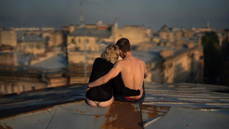 двое, крыша,отношения,романтика,ирония Про любовь,крышу и трусыphoto preview