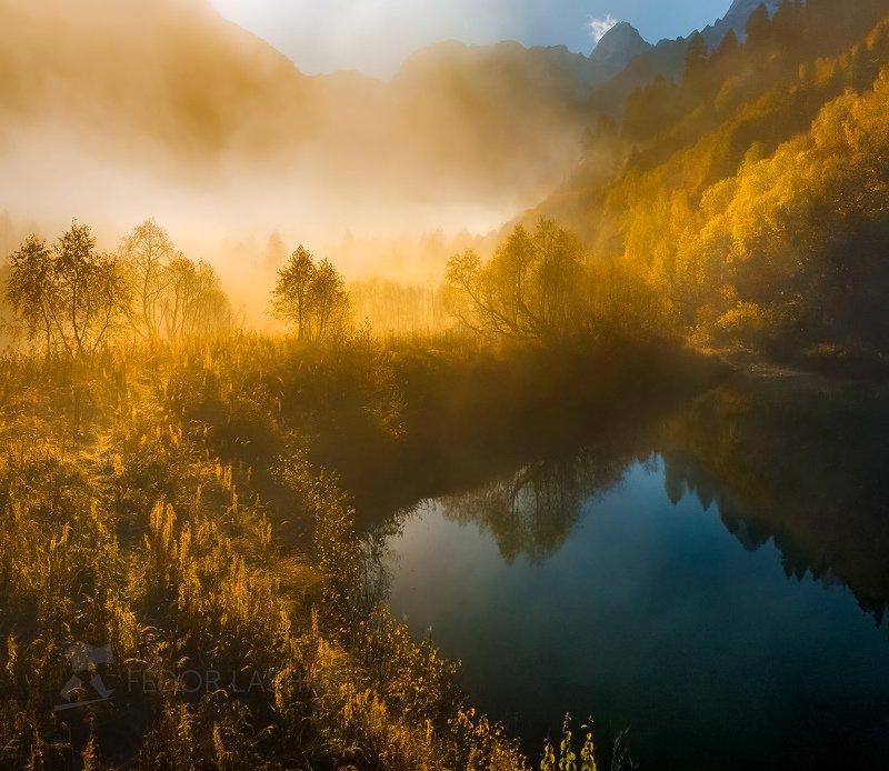 горы, гора, домбай, рассвет, солнце, осень, гоначхирское ущелье, озеро, тебердинский государственный природный биосферный заповедник, кавказ, хребет, вершина,  осенний, туман, туманный, Золотой туманphoto preview