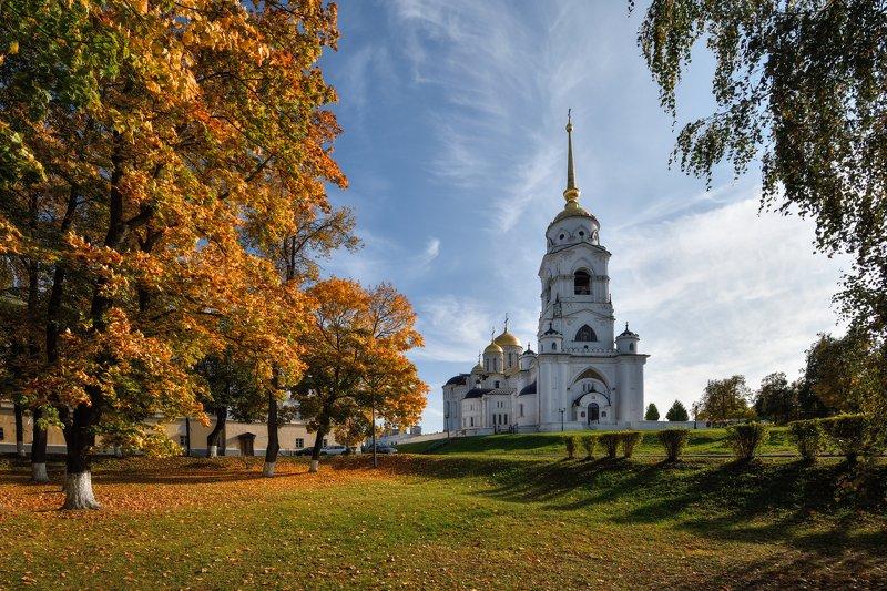 осень,город,вид,собор осень в городеphoto preview