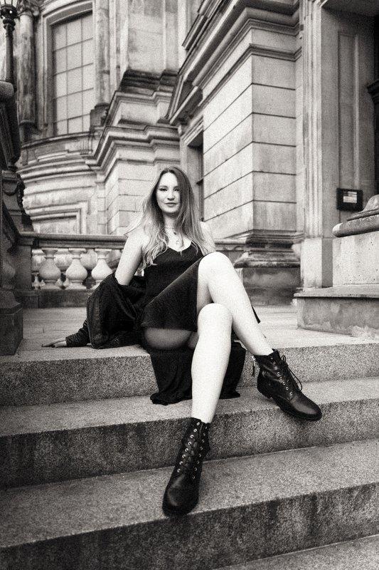 portrait, model, модель, girl, портрет, berlin, берлин, city, dress, sexy, black and white photo preview