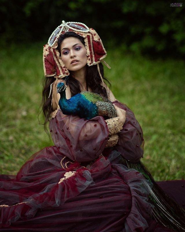 портрет, девушка, павлин, сад, фешн, вишневый, платье, брюнетка, арт photo preview