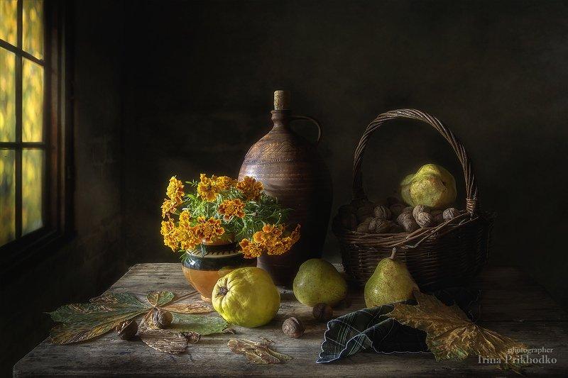 натюрморт, винтажный, осень, букет, бархатцы, айва, груши, орехи Натюрморт в осенних тонахphoto preview