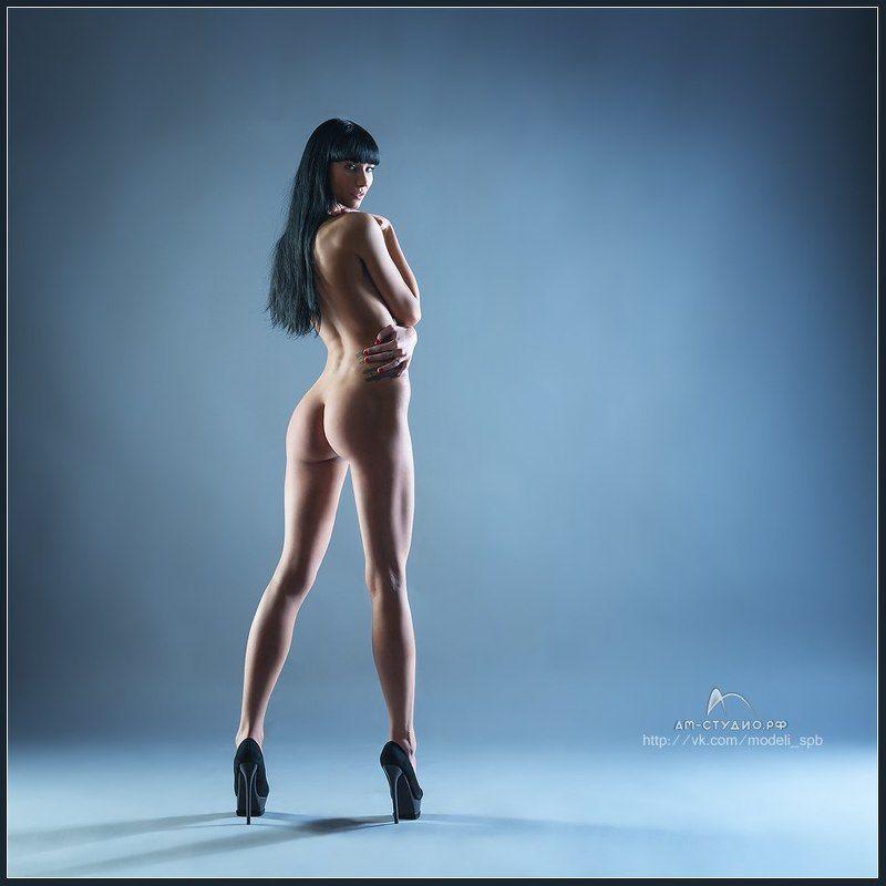 Видео фотограф и голая девушка в студии, онлайн мастурбация в сауне