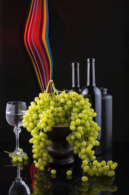 Натюрморт с виноградом и виномphoto preview