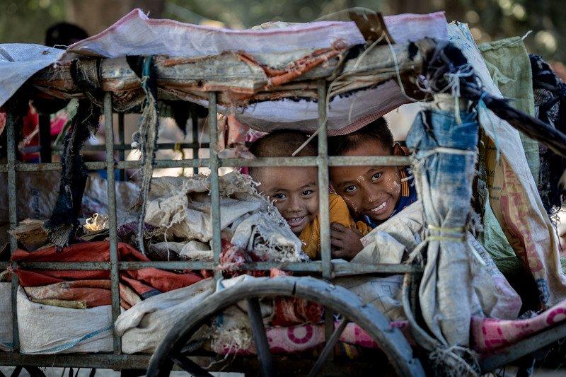 мьянма, дети, стрит, репортаж Дети живущие у дорогиphoto preview