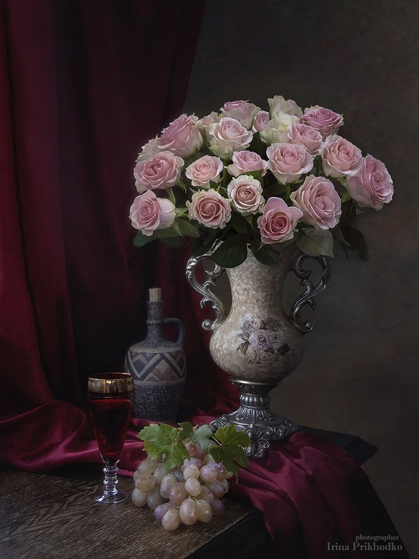 натюрморт, цветы, винтажный, букет, розы, вино, виноград Натюрморт с букетом роз в романтическом стилеphoto preview