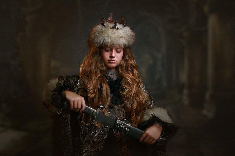дети портрет стилизация прошлое девочка оружие Воительницаphoto preview