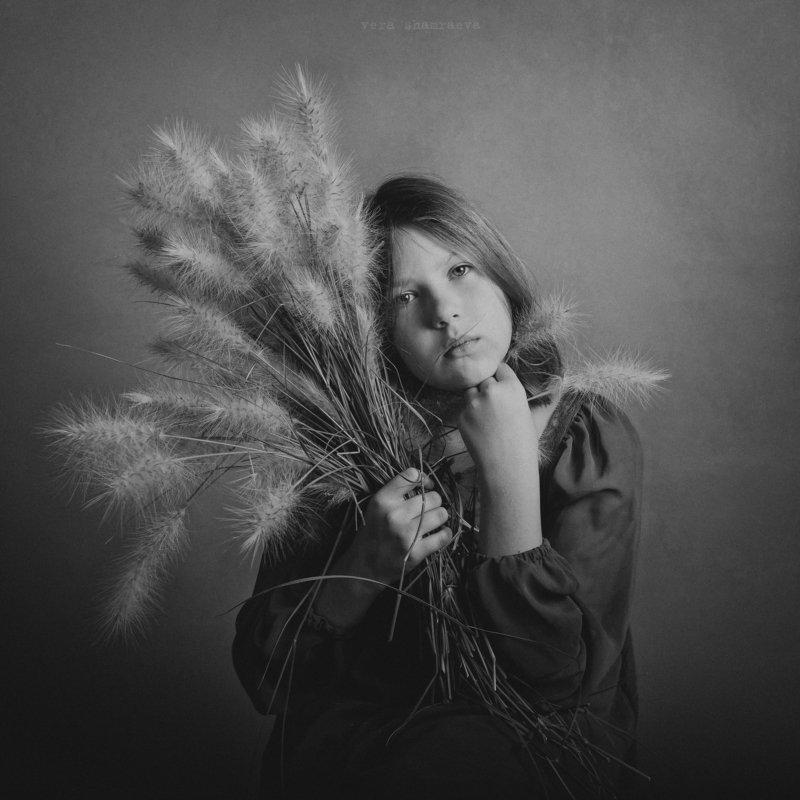 детский портрет, осень, постановка,монохром Осенняя траваphoto preview