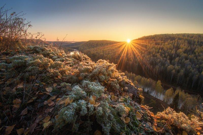 пермский край, косьва, осень, рассольная, россия, урал, пейзаж, река, рассвет, утро, солнце Луч солнца золотогоphoto preview