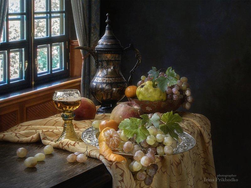 натюрморт, вино, старинный бокал, фрукты, интерьер, винтажный Натюрморт с бокалом вина и фруктамиphoto preview