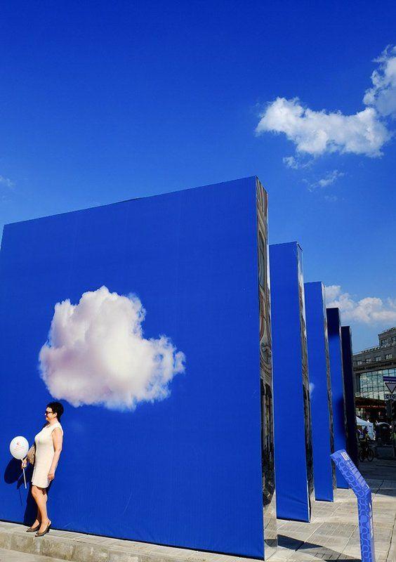 про небо, облака и девушкуphoto preview