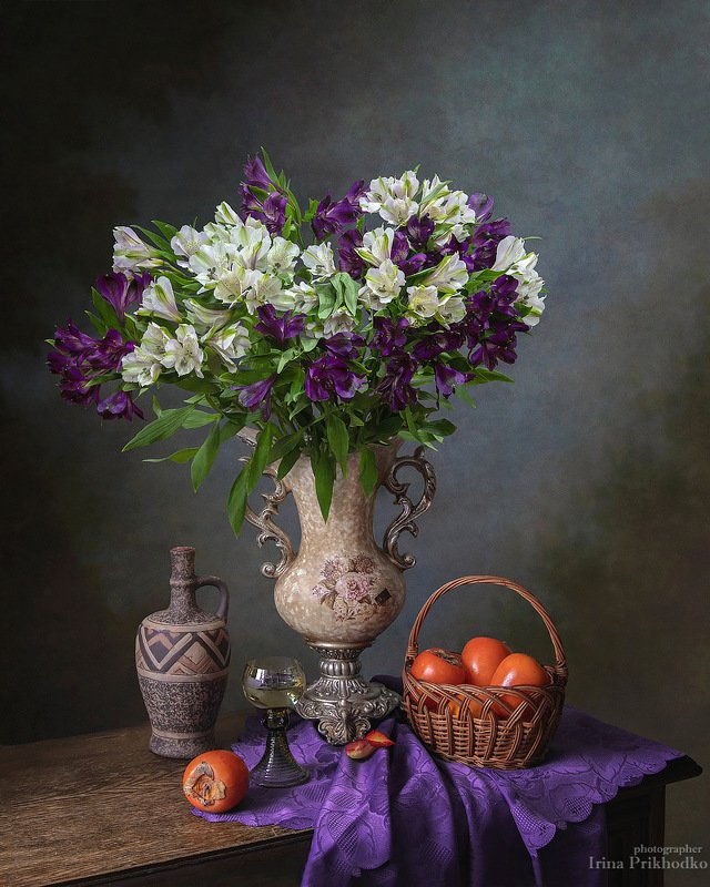 натюрморт, винтажный, фрукты, хурма, альстромерия, букет, цветы Натюрморт с хурмой и букетом альстромерииphoto preview