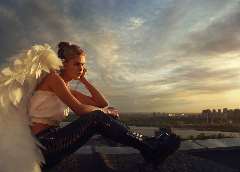 #love #angels #amour #sky #child #girl #boy #gun #beretta #ангелы #крыша #myths #ancient #beauté #photographyart #rooftop #rooftops #roofing  #photostory #love #conceptualphotography #art #photoart #anges #conceptual Amours No Remorsephoto preview