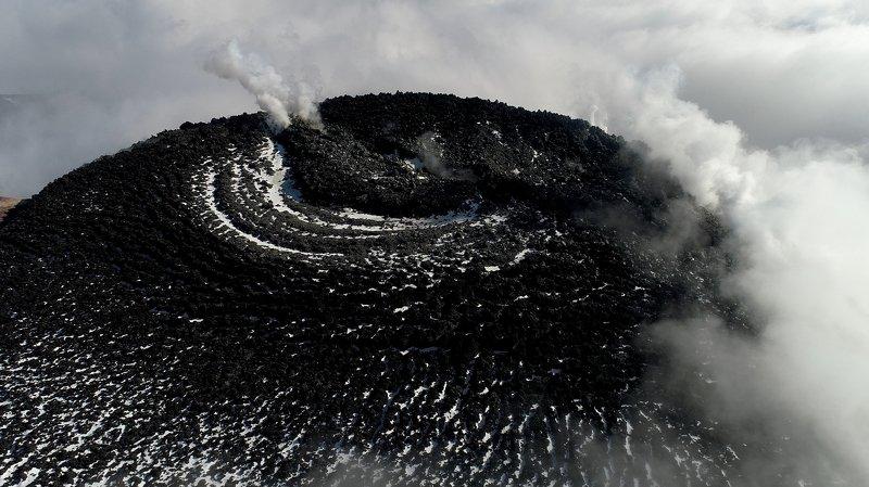 Лавовая пробка в жерле Авачинского вулканаphoto preview