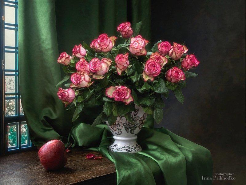 натюрморт, цветы, букеты, розы, интерьер, винтажный, яблоко Натюрморт с яблоком и букетом розphoto preview
