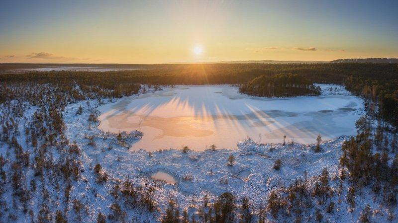пермь, пермский край, шабуничи, осень, зима, снег, болота, закат, россия, урал, пейзаж, вечер, солнце, панорама, дрон, аэрофотосъёмка Зима на болотахphoto preview
