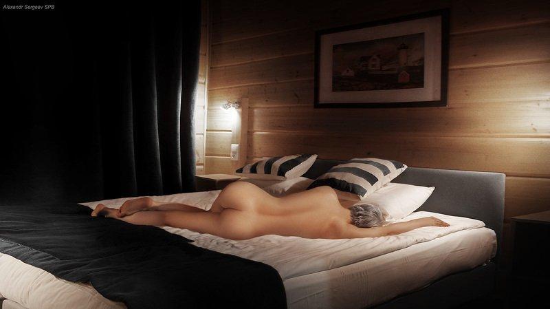 девушка,обнажённая,красота,спальня,кровать,интерьер Домик в деревнеphoto preview