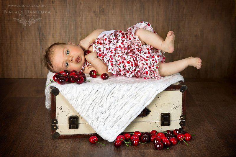 детская костюмированная фотосессия, детский фотограф, костюмированная фотосъемка, фотосессия новорожденных Влада вишенкаphoto preview