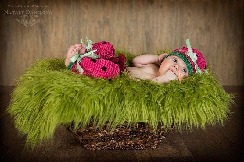 детская костюмированная фотосессия, детский фотограф, костюмированная фотосъемка, фотосессия новорожденных Арбузикphoto preview