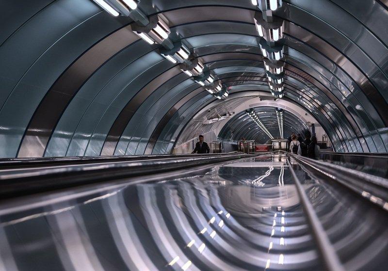 город,архитектура,интерьер,станция,метро,блеск,отражения,зеркальность Подземная геометрия.photo preview