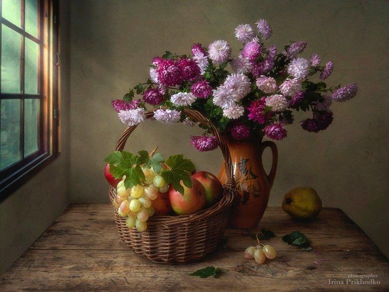 натюрморт, цветы, букеты, хризантемы, садовые, осенние, корзина, фрукты Осенний натюрмортphoto preview